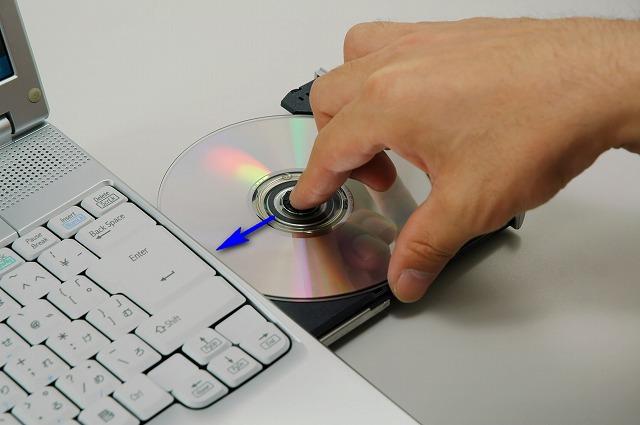 DVDメディアを挿入