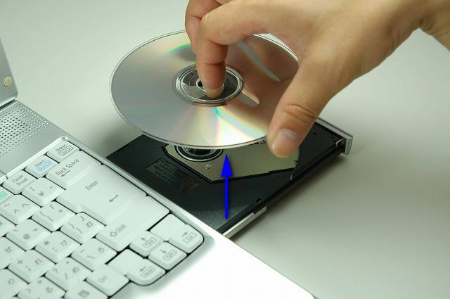 DVDメディアの取り出し